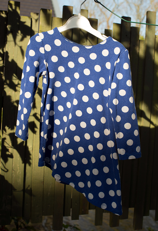 Blauw met witte stippen jurk